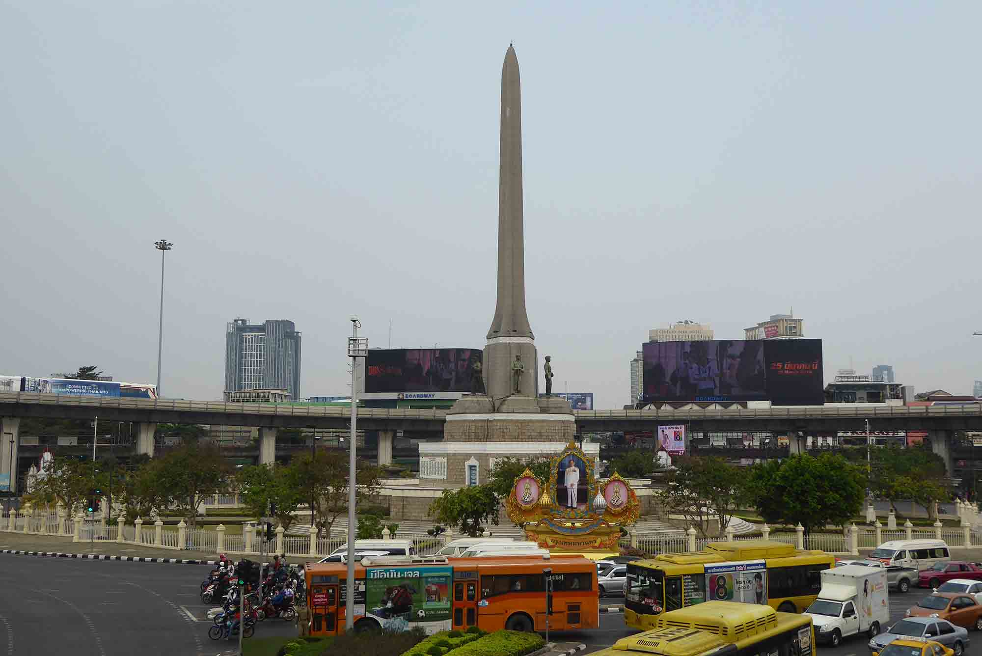 P1110157 - Landmarks & Monuments