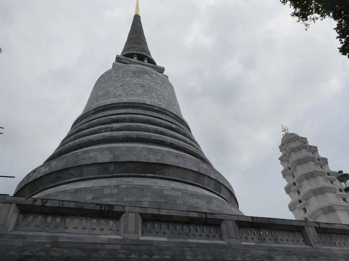 P1140848 1 1200x900 - Wat Ratchapradit