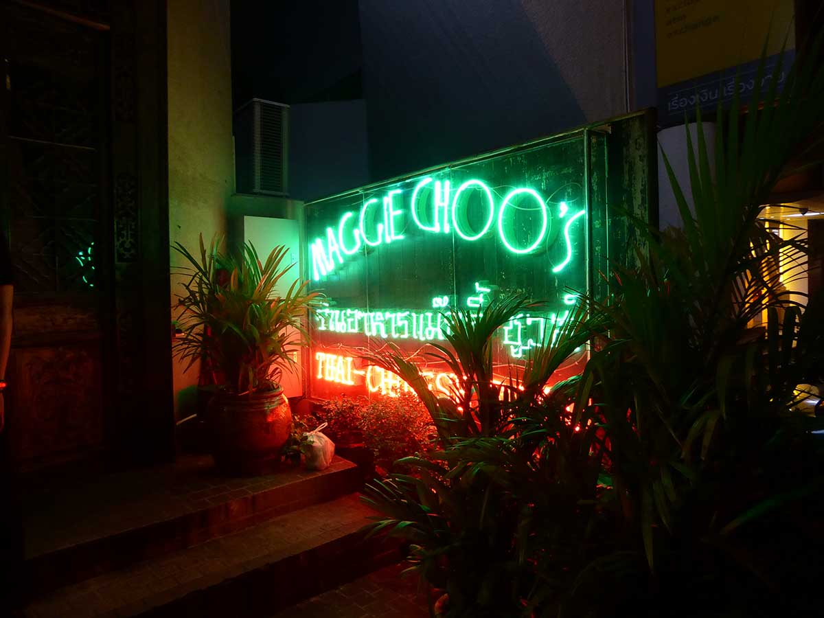 Maggie Choos Bar in Bangkok Live Music in Bangkok