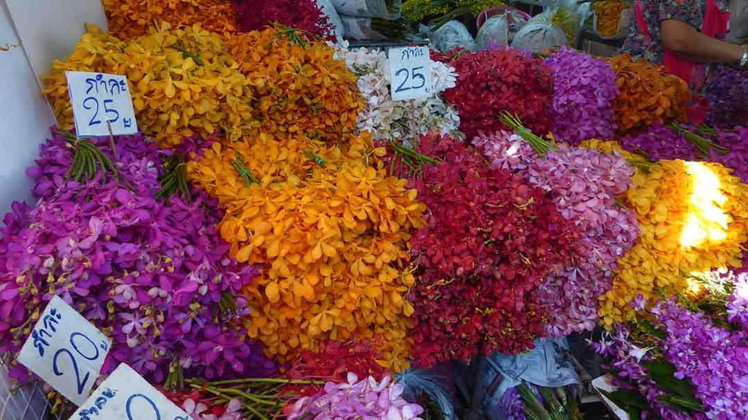 The Flower Market (Pak Khlong Talad) is Bangkok's largest fresh flower market.