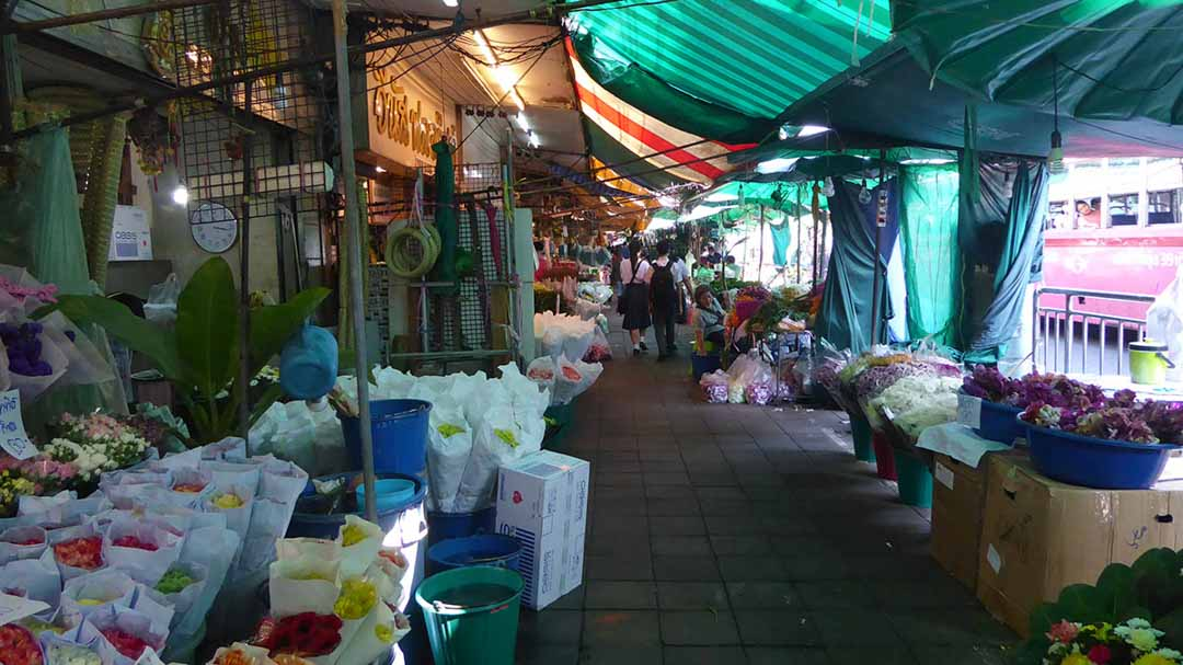 The Flower Market (Pak Khlong Talad) is Bangkok's largest fresh flower market.