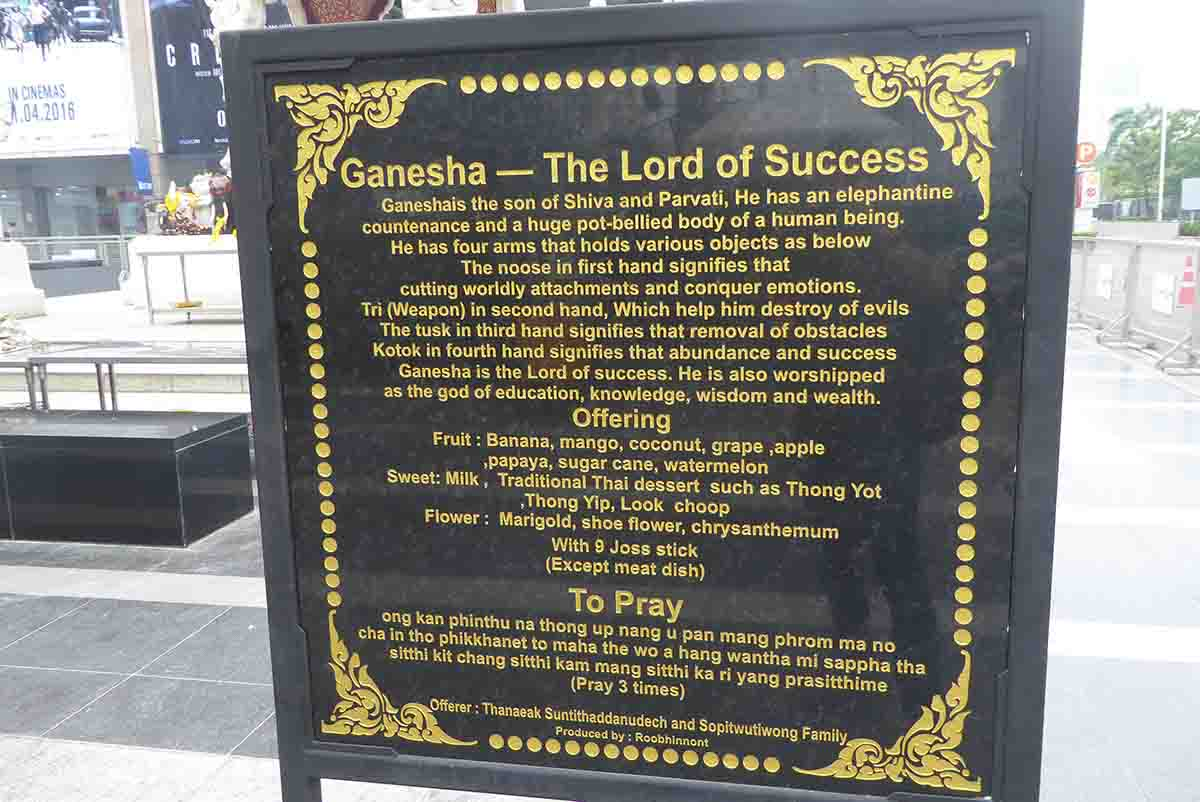 P1110020 - Ganesha & Trimurti Shrines