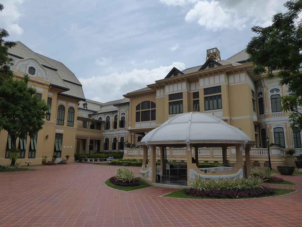 Bangkhunphom Palace in Bangkok