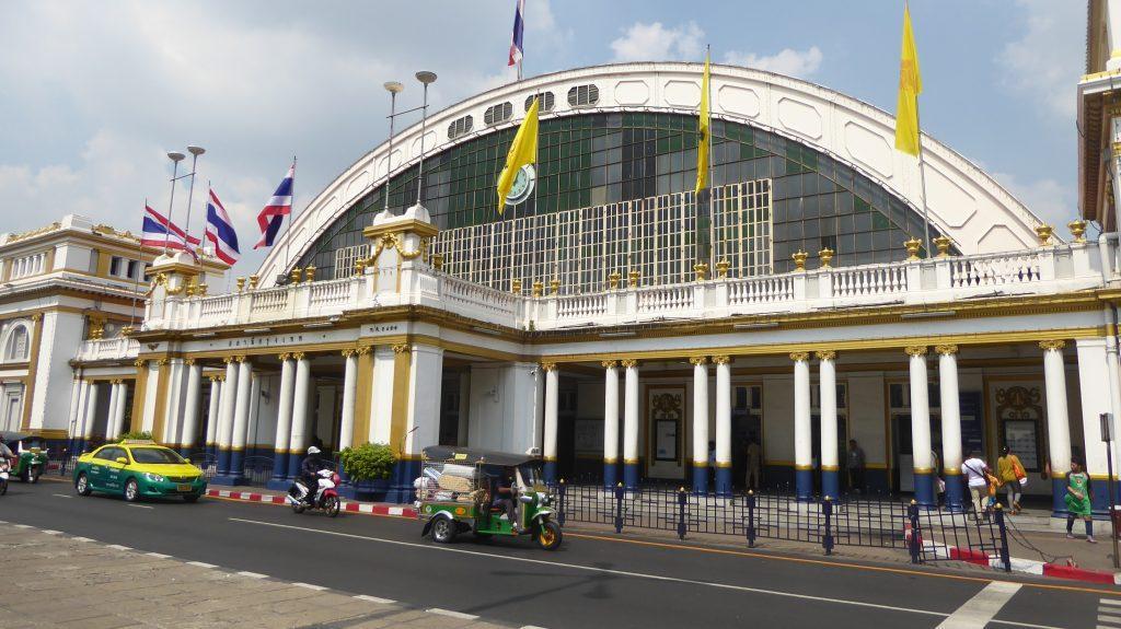 Bangkok Railway Station. Yaowarat Walking Guide