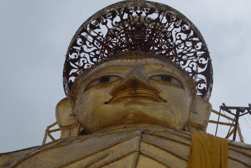 Wat Intharawihan Temple Bangkok