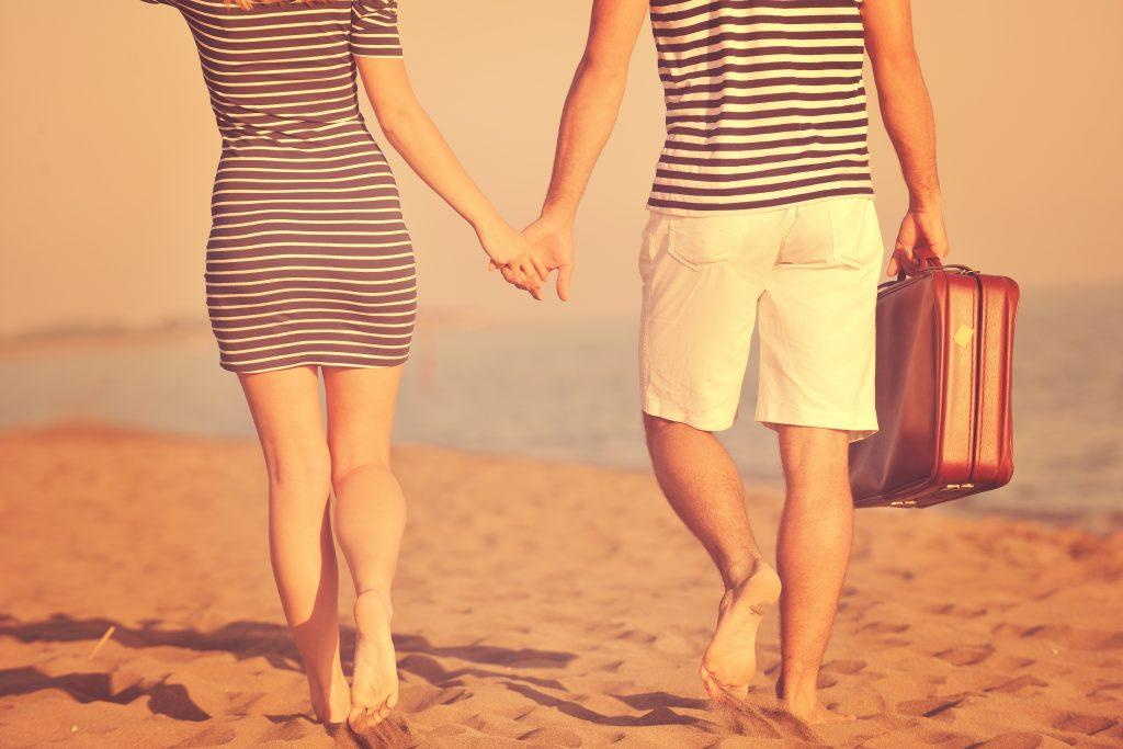 couple on beach with travel bag PNQHE6C 1024x683 - Plan Your Trip