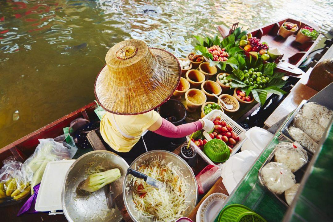 floating market in bangkok P6TXZ4V e1581410346375 - Damnoen-Saduak Floating Market