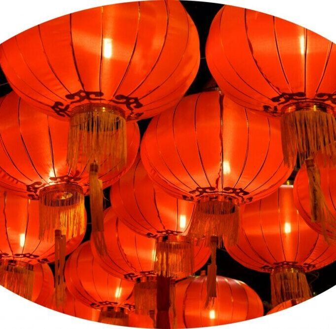 chinese lantern PPG5FZZ e1596787183278 682x666 - Wat Uphai Ratbamrung