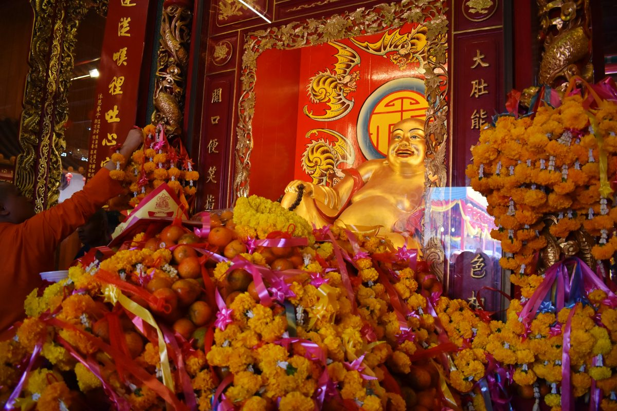 Wat Mangkon Kamalawat Temple in Bangkok Chinatown