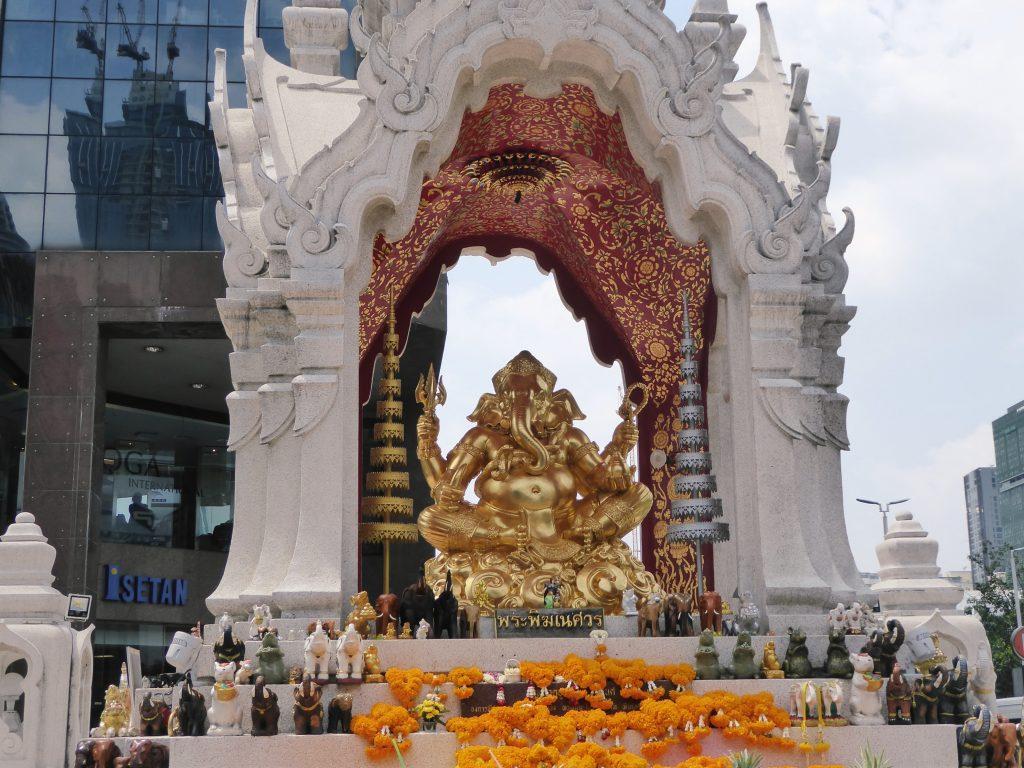 P1220137.1 1024x768 - Nine Shrines of Ratchaprasong