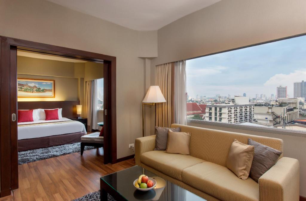 Ramada Plaza Riverside Hotel