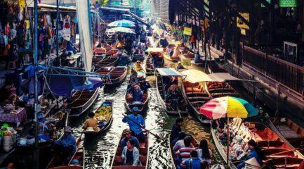 Damnoen-Saduak Floating Market