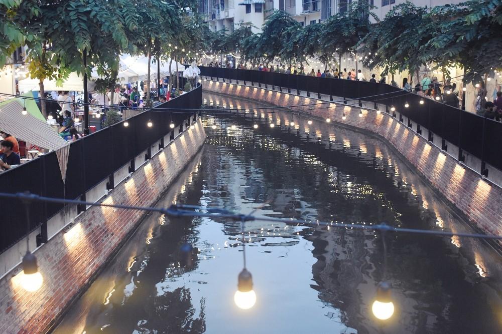 Khlong Ong Ang Walking Street